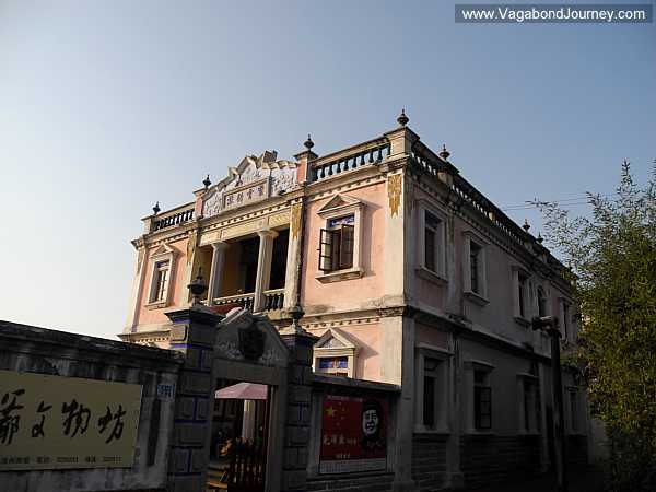 An older example of the Chinese copying Western styles of architecture. This building is on Kinmen Island, and was built in the 1920s.