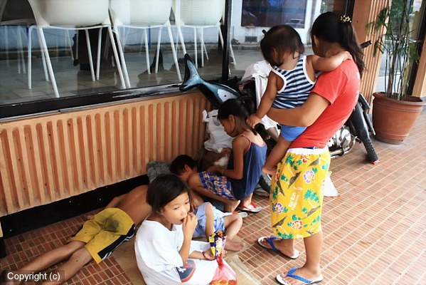 Street Families of Manila, A Meeting With a Mother of Six post image