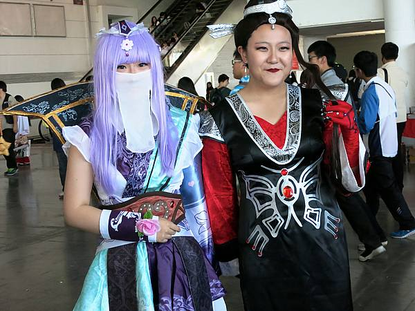 Two attendees dressed in cosplay._DCE