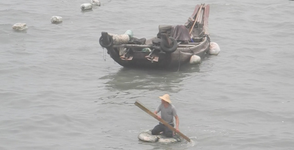 Xiamen fisherman on foam raft