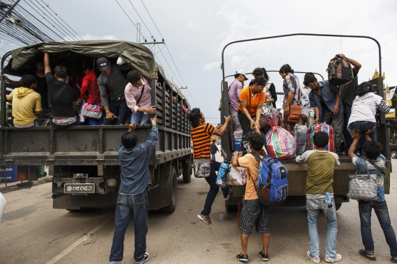 cambodians fleeing thailand