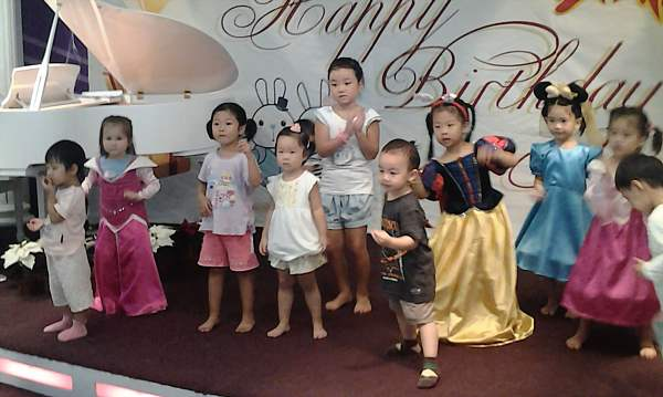 chinese-kids-dancing_DCE