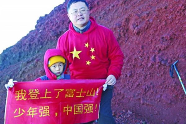 """Chinese Father and Son Attempt to Climb Mt. Fuji, Dad says """"Where are the stairs?"""" post image"""
