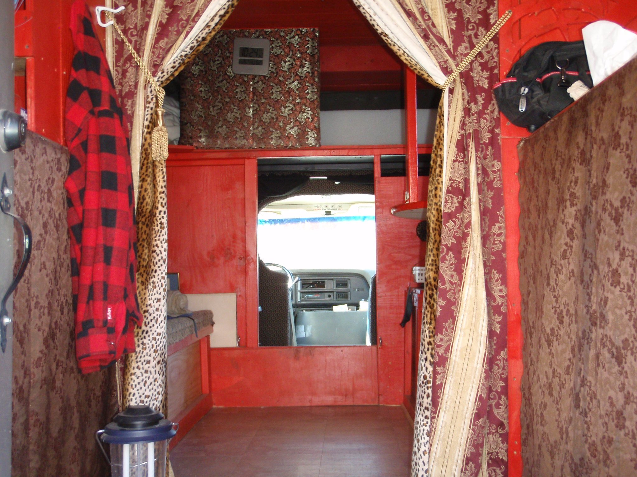 Great Homemade Truck Camper Interior 2048 x 1536 · 685 kB · jpeg