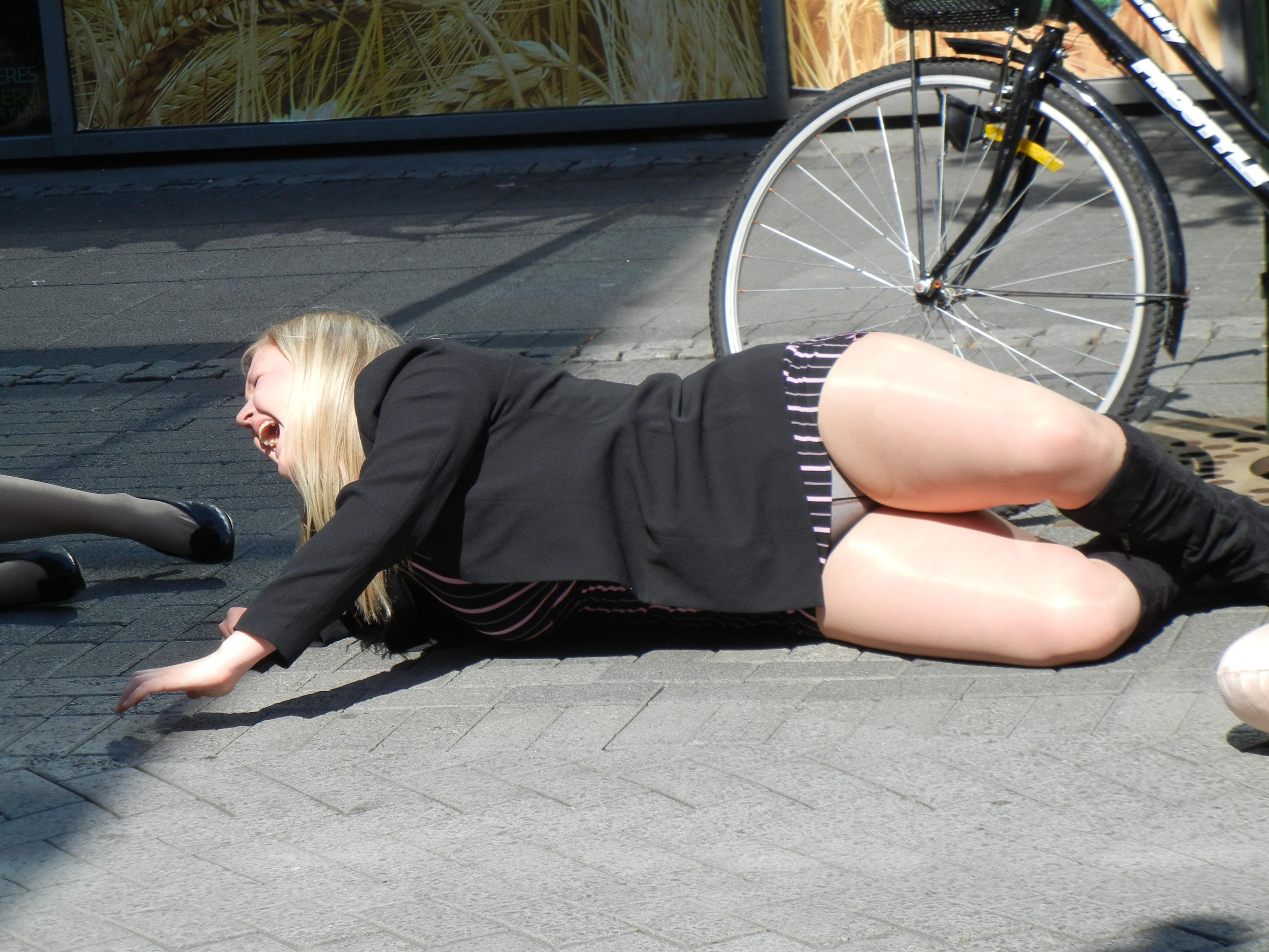 woman skirt: