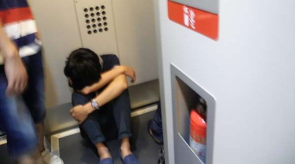 seatless-chinese-train