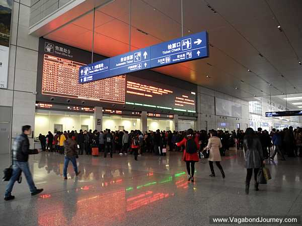 how to get to the shanghai train station