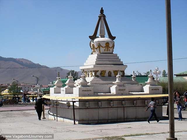 08-1329-buddhist-temple-mongolia.jpg