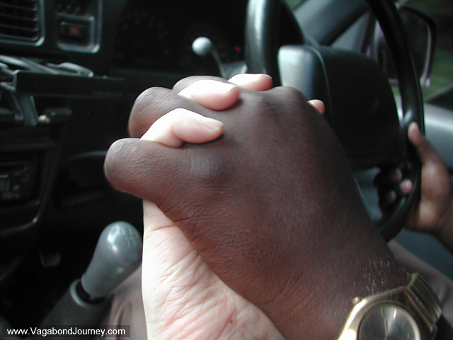 black and white pictures of people holding hands. People+holding+hands+in+lack+and+white