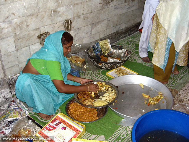 prepares food to give to the poor at the end of Ramadan in Old Delhi