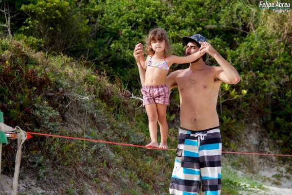 Federico-teaching-slackline