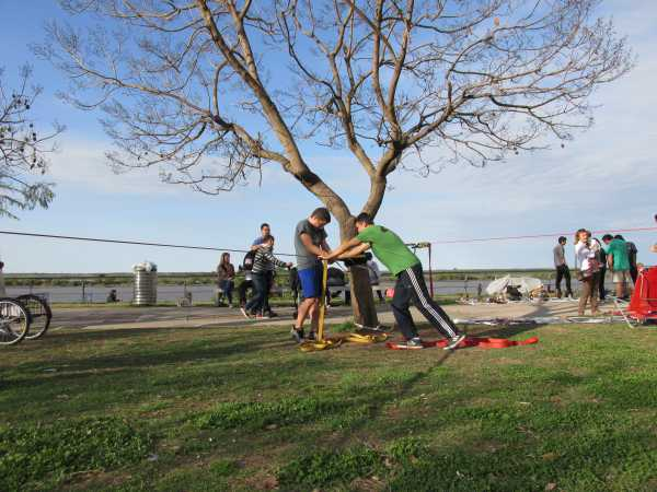 Fixing-the-slackline-Rosario-2