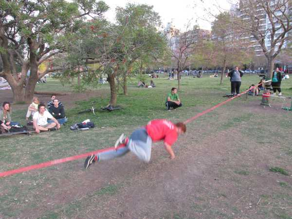 Guy-on-slackline-Rosario-6