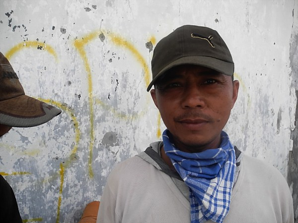 Indonesian dock worker (3)