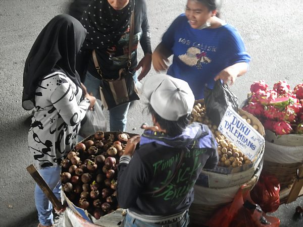 Jakarta street fruit vendors