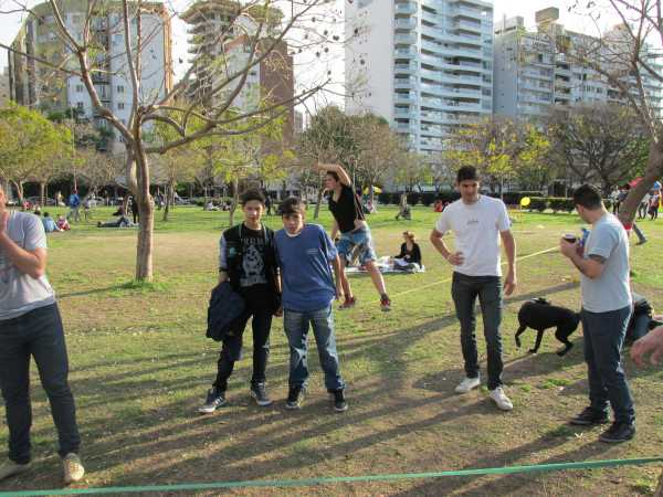Learning-How-To-Slackline-Rosario