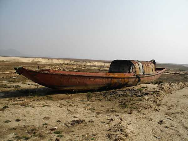 boat-in-dried-up-lake