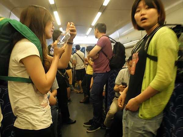 chinese-bullet-train-passengers