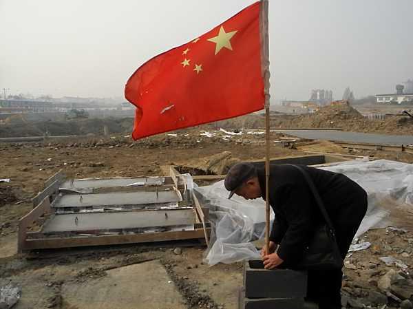 Raising the Chinese flag