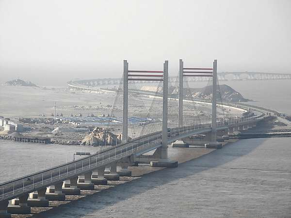 Donghai Bridge, one of the longest sea bridges in the world