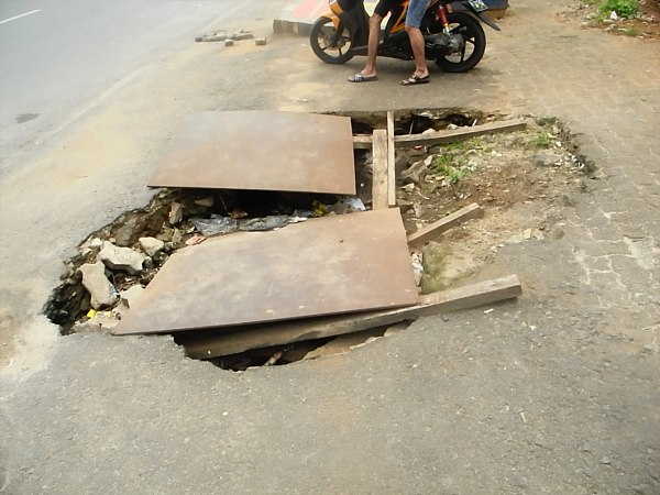 hole in sidewalk Indonesia