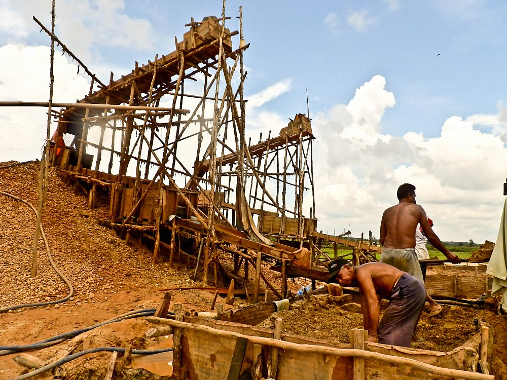 Fishing the Bowels of the Earth – Artisanal Diamond Mining in South Kalimantan, Indonesia post image