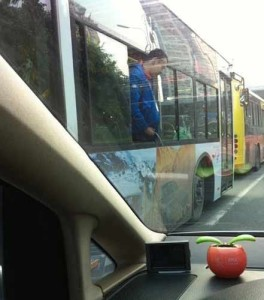 man-pees-from-bus-xiamen