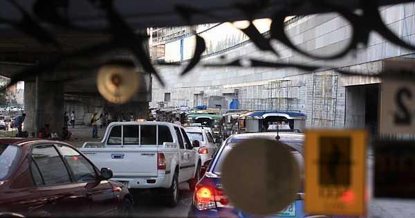 metro-manila-traffic_DCE