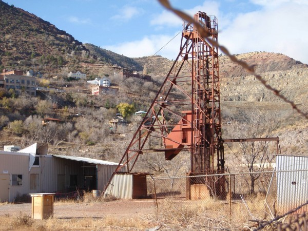 Mining lift that lowered men into the mine
