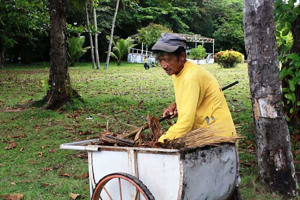 Old Man in the Park: People of the Philippines post image