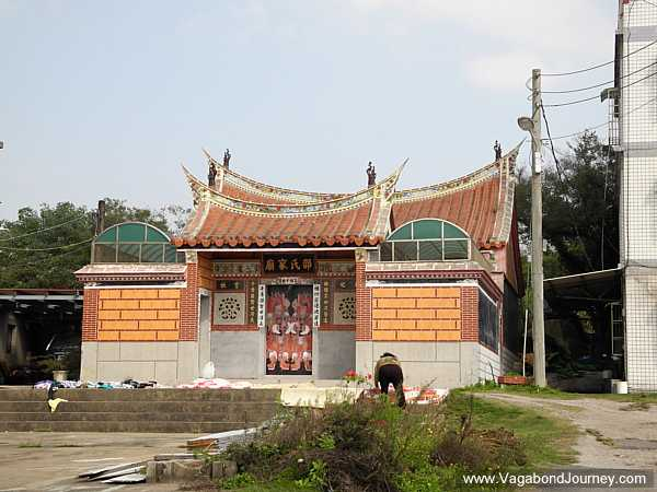 swallowtail-roof-shrine