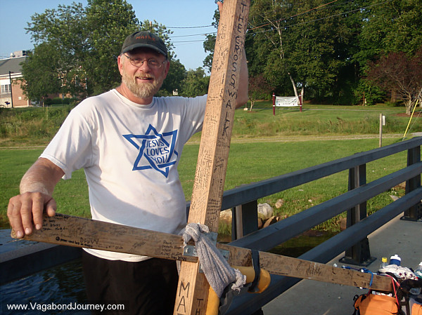 Thomas Helling walking from Maine to Mexico with a giant cross